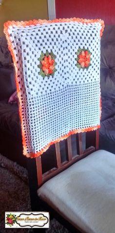 Olá!!!!   Terminei as capas de cadeira!!! Foram 4 e eu fiz usando o fio duplo da linha Anne!!! A flor usada é a pipoca e a capa ficou com t...