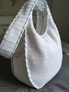 Crochet Backpack Pattern, Bag Pattern Free, Crochet Tote, Crochet Handbags, Crochet Purses, Crochet Slippers, How To Tie Shoes, Crochet Phone Cover, Lace Bag