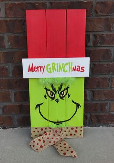 DIY Grinch Christmas Crafts and Decorations 2019 Grinch Wood Pallet Sign. The post DIY Grinch Christmas Crafts and Decorations 2019 appeared first on Pallet ideas. Grinch Christmas Decorations, Christmas Wood Crafts, Pallet Christmas, Christmas Art, Christmas Projects, Winter Christmas, Holiday Crafts, Holiday Fun, Christmas Ornaments