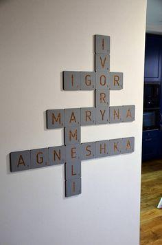 Mur grande Scrabble carreaux lettres bois maison Decor murale rustique Art famille salon chambre cuisine Saint Valentin cadeau pour mari femme personnalisée ✓ Nous avons créé notre scrabble en bois pour être superbe et élégant élément de décoration à votre domicile ou au bureau. C'est
