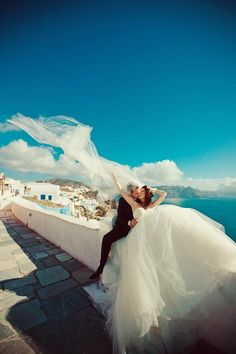 Love this shot from a Santorini island wedding :xxx Oh Greece! My dream! :xxx <3 <3 <3 so in love :x