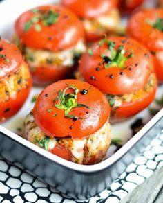 gefüllte mit Chese und im Ofen gebackene leckere Tomaten