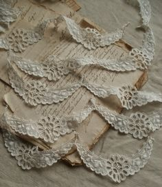 Etsy listing at https://www.etsy.com/listing/185199359/7pc-vintage-appliques-broderie-anglaise