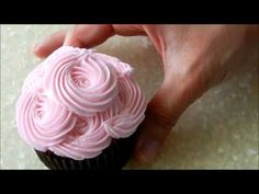 Piping Flowers on Cupcakes - YouTube