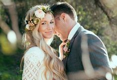 5 Perfect Fall Wedding Flower Crowns Available Online Right Now  http://www.lifeoftrends.com/5-perfect-fall-wedding-flower-crowns-available-online-right-now/