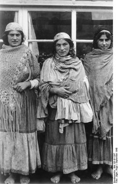 Gypsy women, September 1940, Warsaw
