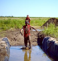 Running through the mud trenches (2014 Family Course)