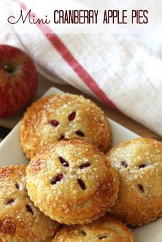 This mini cranberry apple pies are delicious! #recipe #thanksgiving #cranberry #applepie