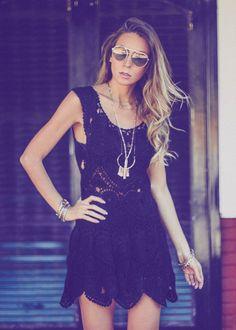 vestido de croche preto perfeito para um look dia com sapato baixo ou para noite com salto alto
