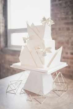 White Wedding Cakes 8 Square Wedding Cakes Perfect For A Modern Couple - Tune up your tiers with these geometric wedding day confections. Square Wedding Cakes, Square Cakes, White Wedding Cakes, Unique Wedding Cakes, Wedding Cake Designs, Wedding Desserts, Unique Weddings, Wedding Decorations, Wedding White