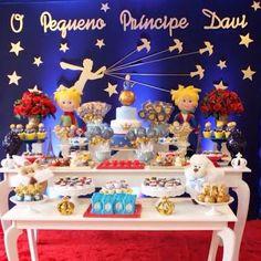 Resultado de imagem para aniversario decoração madeira, dourado e azul