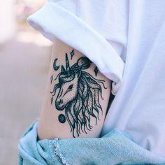 Sente o CLOSE!  Desenho feito pela @christinetfachini em janeiro  e tatuada pelo @athostattoo no final de semana passado!  AMEI!