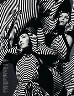 Vintage Retro Style vintage / retro monochrome striped fashion editorial - black and white photography - This is the Marble Basics Visual Diary. Step inside our world of marble, crevices, stalactites, stalagmites and the wonders of stone. 1960s Fashion, Trendy Fashion, Vintage Fashion, Fashion Images, Fashion Clothes, Fashion Fashion, Fashion Design, Black White Fashion, Black N White