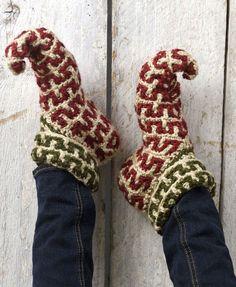 Crochet Elf Slippers Pattern. I finally found the pattern :) Free crochet pattern. How cute are these!? @Debbie Arruda Arruda Arruda Linton McLeod