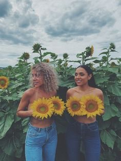 Sunflower Feild, Sunflower Field Pictures, Sunflower Patch, Best Friends Shoot, Best Friend Poses, Best Friend Pictures, Photography Themes, Summer Photography, Sunflower Field Photography