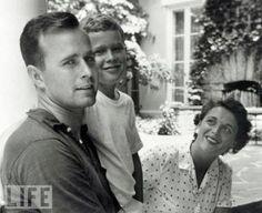 Both Presidents and Barbara Bush. Love this pic!