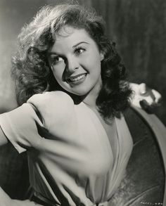 Vintage 1941 Sultry Glamour Pin-Up Photograph of Film Noir Redhead Susan Hayward