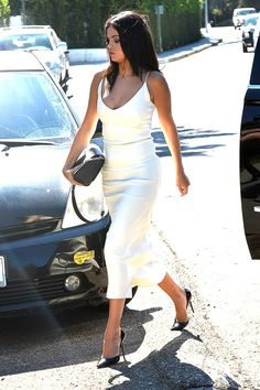 August 16: Selena arriving at Jennifer Klein's Day Of Indulgence Summer Party in Brentwood, California