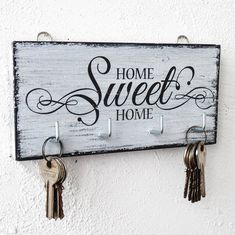 Home Sweet Home key hanger wall white wood key holder for wall shabby wood cottage chic housewarming gift key hook black and white organizer Diy Wood Projects, Wood Crafts, Country Chic Cottage, Wood Cottage, Wall Key Holder, Key Holders, Diy Key Holder, Wooden Key Holder, Do It Yourself Organization