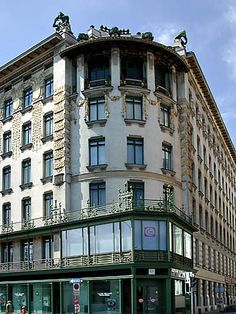 Medallion Building  Apartment Block Linke Wienzeile No. 38  1899 by Otto Wagner