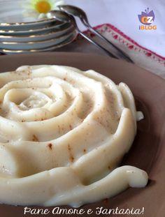 Il biancomangiare siciliano è una sorta di budino al latte aromatizzato alla cannella e al limone. Semplice da preparare ma decisamente gustoso!