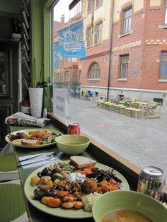 Spécialement pour toi Hélène! En Deli Haga : vegetarian / vegan-friendly restaurant in Göteborg • http://www.endelihaga.se/dh/Hem.html • http://www.happycow.net/reviews/en-deli-haga-gothenburg-26034