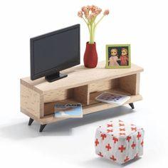 Nog even TV kijken en dan gaan we slapen. In deze doos van Djeco zitten de meubeltjes en accessoires om er een gezellige TV hoek van te maken: een houten TV meubel, de televisie (flatscreen) zelf natuurlijk, een gele poef een fotokadertje, een vaas met bloemen, een afstandsbediening en een boek.