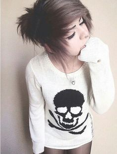ll emo girl ll My Hairstyle, Girl Hairstyles, Pretty Hairstyles, Scene Hairstyles, Pelo Emo, Goth Make Up, Emo Scene Hair, Medium Scene Hair, Scene Bangs
