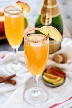 Delicious, festive, and refreshing apple cider cocktail with champagne will quickly become your signature drink! One of the best winter champagne cocktails. Beste Cocktails, Cider Cocktails, Fall Cocktails, Apple Cocktails, Thanksgiving Cocktails, Fall Drinks Alcohol, Halloween Cocktails, Tequila Sunrise, Pina Colada