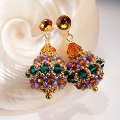 Ohrring aus Rocailles Perlen   Perlotte Schmuckl // gold and green bead embroidery earrings   Perlotte Schmuck