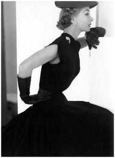 Lisa Fonssagrives.  Photo by George Hoyningen Huene, 1951.