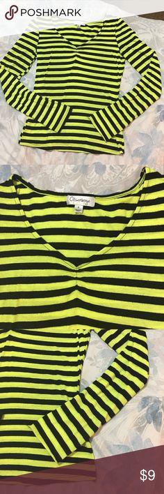 V neck top Olsenboye Good condition Olsenboye Tops Tees - Long Sleeve