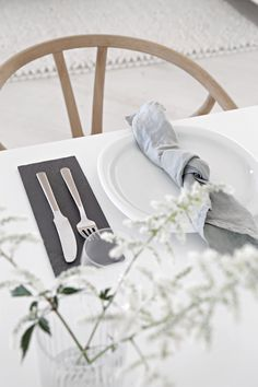 What can be better than starting the week with having wonderful girls over for lunch on a Monday? Linen Napkins, Napkins Set, Scandinavian Wedding, Table Setting Inspiration, Table Settings, Table Decorations, Interior Design, Tablescapes, Home Decor