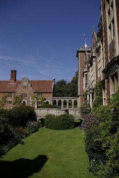 Blickling Hall, Norfolk, England Beautiful Architecture, Art And Architecture, Three Oaks, Norfolk England, Irish Sea, English Gardens, English Royalty, Grand Homes, Jacobean