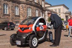 Oresund electric car rally. Lørdag d.1 juni kl. 10 skulle startskuddet lyde for det årlige Oresund electric car rally  Vanen tro var jeg tidligt ude, og ankom ca. kl. 9.30, og havde derfor rig mulighed for at gå uforstyrret rundt på slotspladsen og kigge biler. #Biler #Elbiler #Christiansborg #Oresundelectriccarrally #Rally