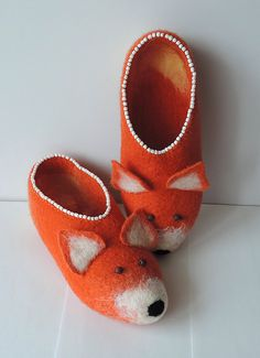 Handmade Felted slippers Wool slippers Fox by MarusyaKacharizkina Fox Slippers, Felted Slippers, Womens Slippers, Felt Shoes, Baby Shoes, Felting, Wool, Leather, Handmade