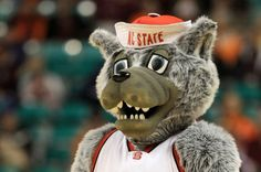 """Be more like @NCState's Mr. Wuf! """"Don't be evil"""" #MrWuf #NCStateNCAATourney"""