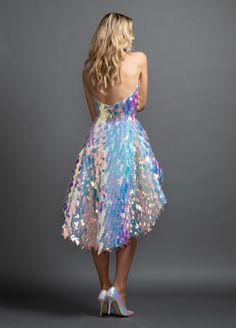 Style Frank Hayley Paige Red Carpet dress - Petal Rebel allover paillette mini dress with structured high-low peplum skirt…Lisa Frank-inspired. Next season: trapper keepers. Evening Dresses, Prom Dresses, Formal Dresses, Wedding Dresses, Pretty Outfits, Pretty Dresses, Holographic Fashion, Mini Vestidos, Red Carpet Dresses