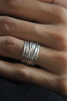 Handmade silver wire ring - Handmade hammered silver wire from Storiesofsilversilk Informations About Handgefertigter Silber - Wire Rings, Wire Jewelry, Sterling Silver Jewelry, Jewelry Rings, Jewelry Accessories, Handmade Jewelry, Jewelry Design, Silver Rings Handmade, Gemstone Jewelry