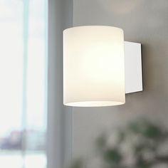 HERSTAL Evoke Glas Vit/Vit Vägglampa Evoke vägglampa från Herstal är en smidig vägglampa som passar att hängas i hallen eller som punktbelysning i vardagsrum eller sovrum. Höjd 12cm Avstånd från Vägg 10cm Effekt max 33W Sockel G9 Ljuskällor Ingår ej Färg Vit Material Metall/Glas Energiklass A++-E Övrigt Skruvas på väggen Levereras exklusive kabel