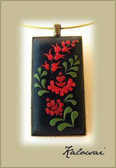 Flor de adorno popular húngaro colgante - arcilla polimérica joyería-tulipán motivos - primavera flor colgante - Negro, rojo, verde