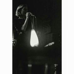 Oscurecido todo. #blackandwhite #monochrome #music #shadow #black #blackandwhitephoto #candle #musician #singer #guitarist #guitar #telecaster #microphone #sing #girl #paolanavarrete #pobrediablo #bar #night #indoors #light #pop #quito #performance #stage #musicphoto #livemusic #sepia #photooftheday