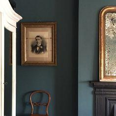 A Modern Victorian Home Tour - Estelle Derouet - The Interior Editor Modern Victorian Decor, Victorian Interiors, Dark Interiors, Modern Decor, Victorian House, Modern Victorian Bedroom, House Interiors, Victorian Architecture, Victorian Townhouse