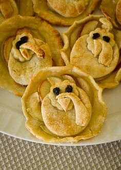 thanksgiving: little pies with turkey designs in dough