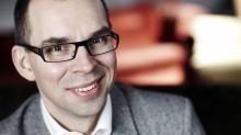 Niklas har lång erfarenhet av såväl politik som näringsliv. Med sin bakgrund från Norrbotten och numera bosatt i Nacka har Niklas samlat erfarenheter från olika delar av Sverige, viktiga insikter i kommunikation. Med bakgrund inom försäkringsbranschen, Folksam och KPA Pension, har Niklas viktiga insikter om försäkring, försäljning och chefskap. Från politiken har Niklas samlat 25 års erfarenhet av politiska frågor, strategi och taktik.