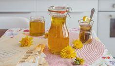 "Klasický babiččin recept na ""pampeliškový med"" – Tchibo Hot Sauce Bottles, Ale, Pharmacy, Food, Syrup, Ale Beer, Apothecary, Essen, Meals"