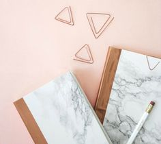 15 Chic Marble Contact Paper DIYs is part of subjects Notebook DIY - Add some marble accents to your home with these 15 marble contact paper DIY ideas that give you a chic look without the expensive price Notebook Diy, Notebook Covers, Rose Gold Notebook, Diy Notebook Cover For School, Journal Covers, Diy Bureau, Copper And Marble, Diy Back To School, Diy Inspiration