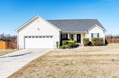 Cozy 3 bedroom, 2 bath home for sale on Francktown Road in Richlands, NC! Give us a call today 910.939.2262 for more information or click the link in our bio!