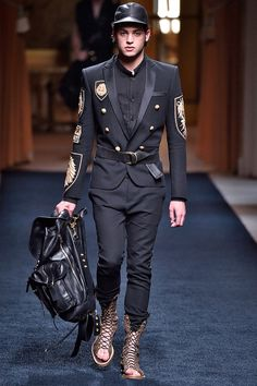 Olivier Rousteing unveiled his Spring/Summer 2016 collection for Balmain, during Paris Fashion Week. King Fashion, Boy Fashion, Runway Fashion, Fashion Design, Mens Fashion Suits, Mens Suits, Balmain Men, Balmain Paris, Vogue