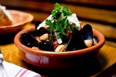Mejillones a la marinera [Mussels Marinera style]